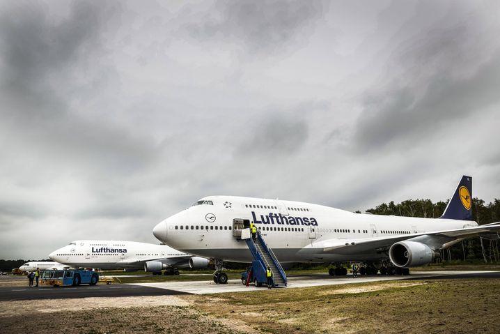 Geparkte Lufthansa-Jumbos (Archivbild)