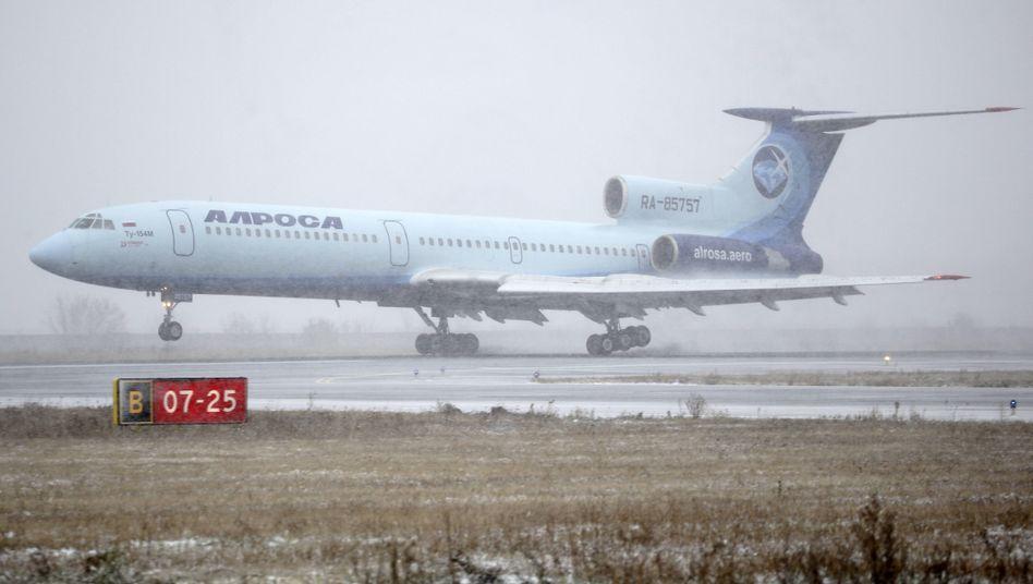 Tu-154 in Diensten der russischen Fluglinie Alrosa bei der Landung in Nowosibirsk