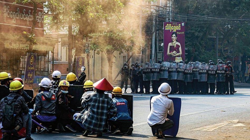 Proteste gegen Militärputsch in Myanmar im März 2021