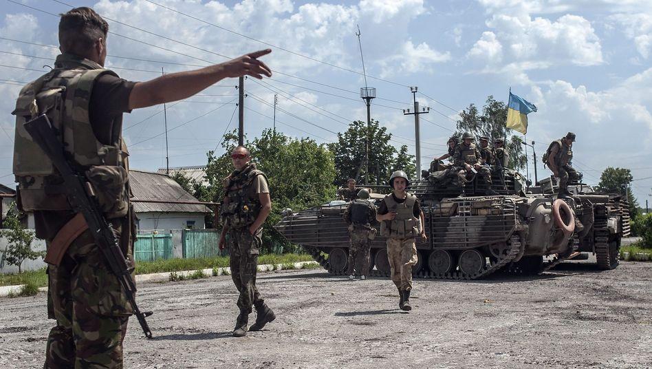 Ukrainische Soldaten in der Stadt Seversk: Russland droht mit Gegenwehr bei Grenzverletzung