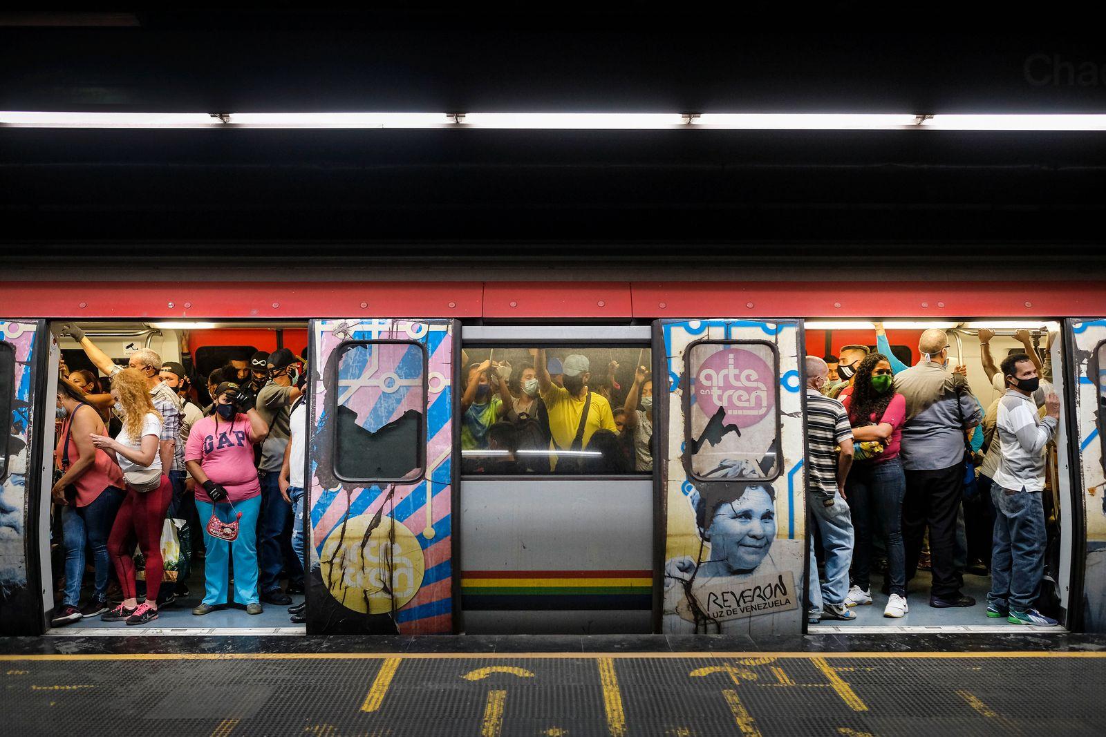 APTOPIX Venezuela Subway