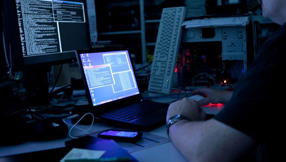 Rechner im Dunkeln: Die Regierung will sich Gewalt gegen Cyber-Angriffe vorbehalten