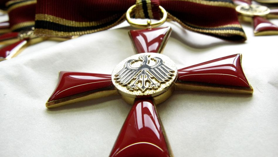 Bundesverdienstkreuz: Kritik an Vergabepraxis für Abgeordnete