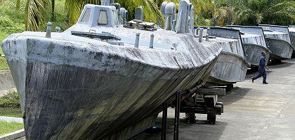 A makeshift fiberglass submarine in Colombia used to smuggle cocaine: The cargo hold can store 10 tons of drugs.