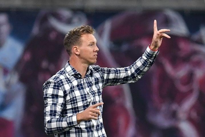 Nagelsmann gibt Anweisungen während der Partie gegen Bayern München