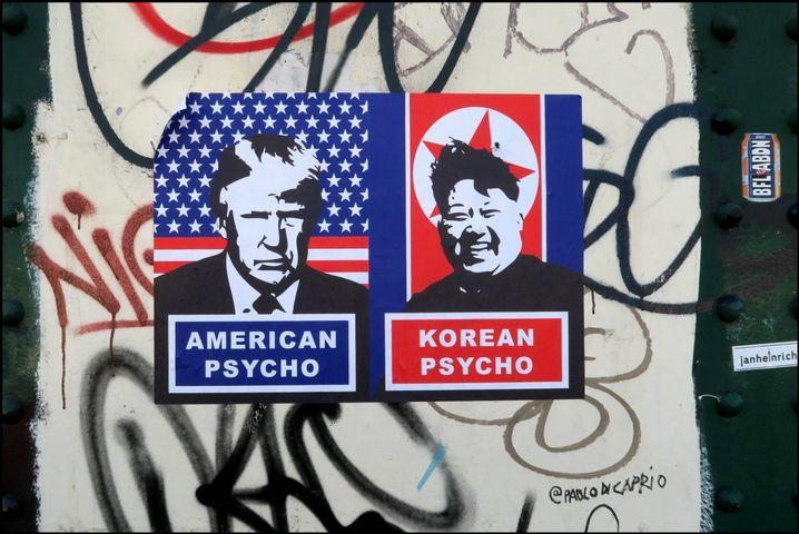 Protestplakat gegen Trump und Kim
