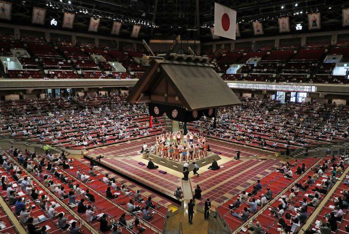 Zeremonie zu Beginn eines Sumo-Turniers