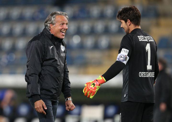 Trainer Uwe Neuhaus (l.) und Torhüter Stefan Ortega