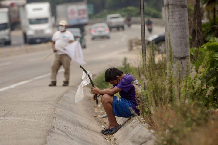 Weiße Flaggen gegen den Hunger: Viele Menschen müssen in der Pandemie betteln gehen