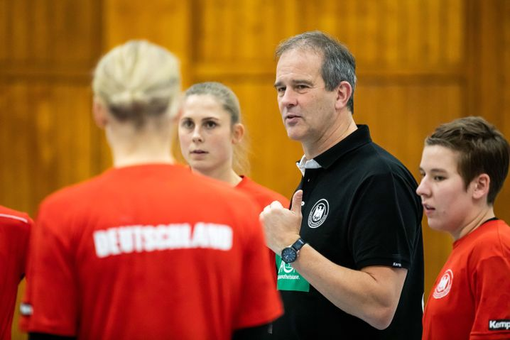 Der Niederländer Henk Groener (2.v.r.) ist seit 2018 deutscher Nationaltrainer