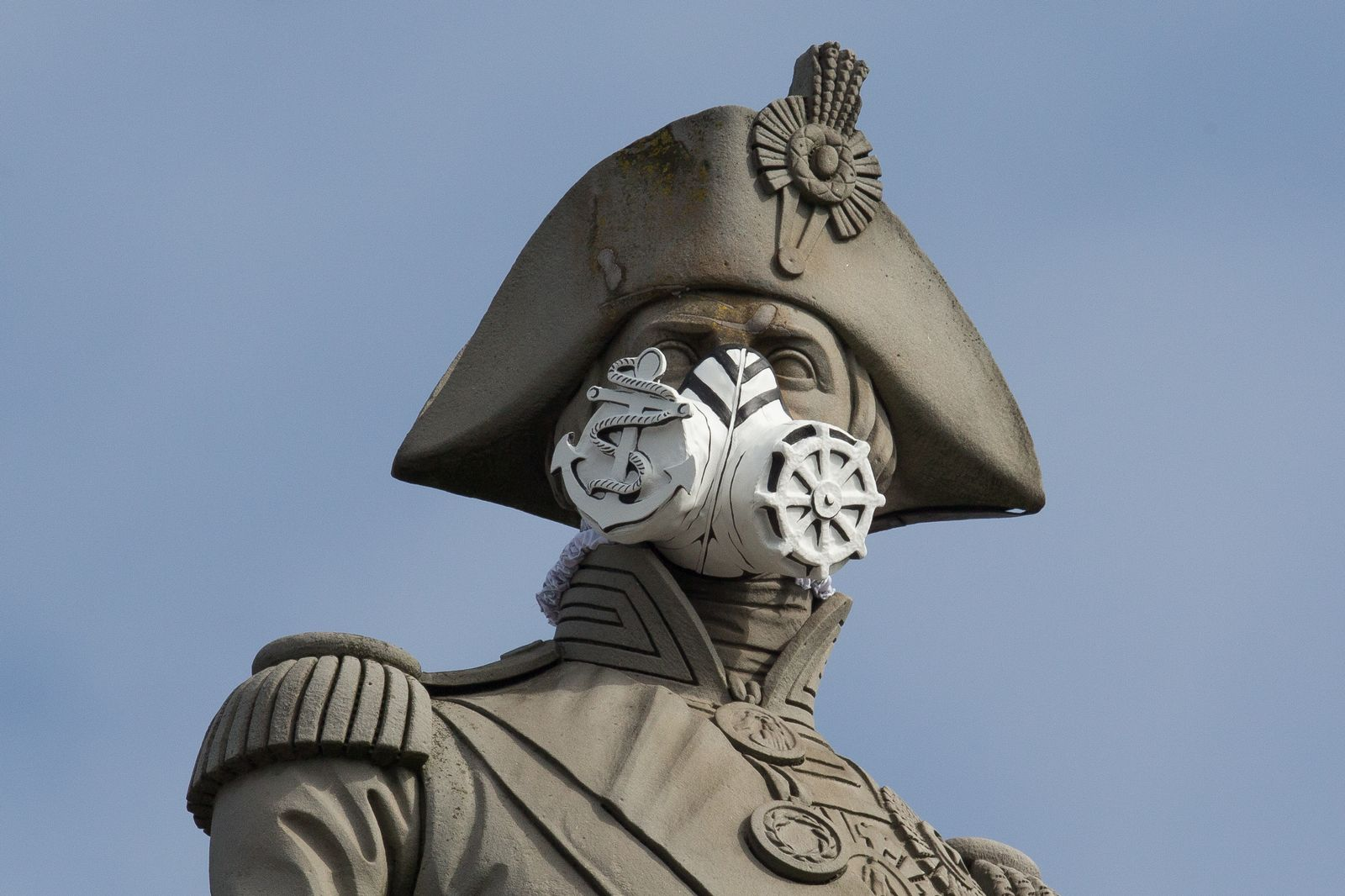 Feinstaub / Statue / Atemmaske / London