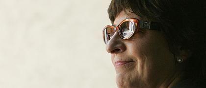 Gesundheitsministerin Schmidt lächelt verzweifelt: Sie hat nach eigener Aussage keinen einzigen natürlichen Freund