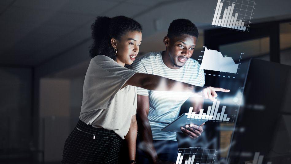Wirtschaftsinformatiker erlangen im Studium BWL- und Programmierkenntnisse (Symbolbild)