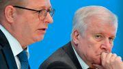 Seehofer lässt Verfassungsschutz-Gutachten nochmals prüfen