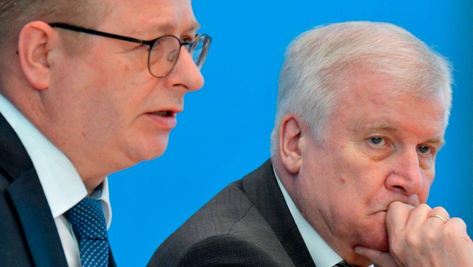 Verfassungsschutzchef Haldenwang, Innenminister Seehofer: Begründung für AfD-Beobachtung soll absolut rechtssicher sein