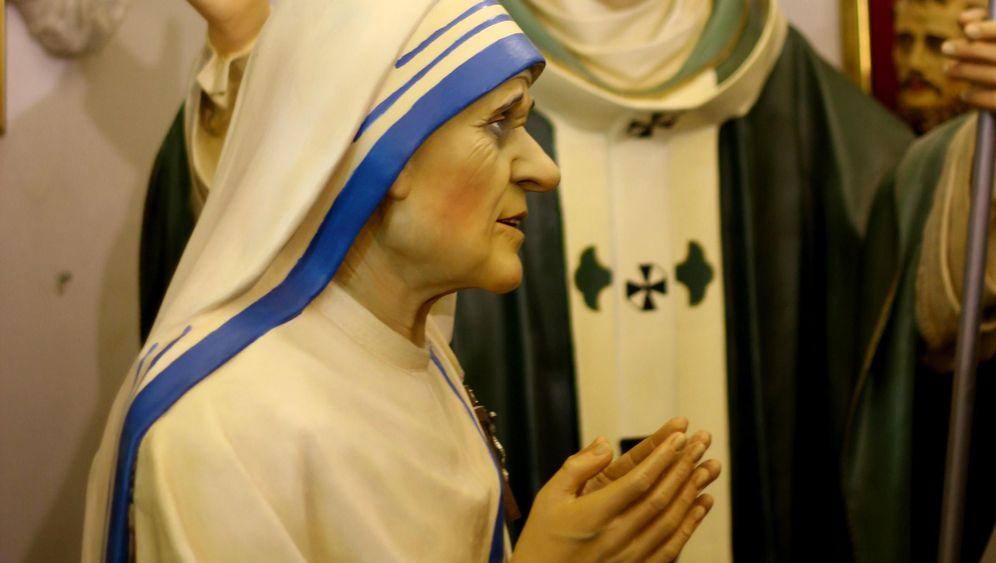 Heiligenfiguren von Lecce: Verklärter Blick aus Pappaugen