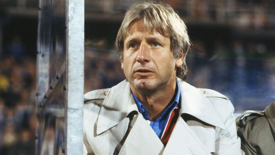 Heinz Höher ist mit einer Amtszeit von sieben Jahren Rekordtrainer des VfL Bochum in der Bundesliga