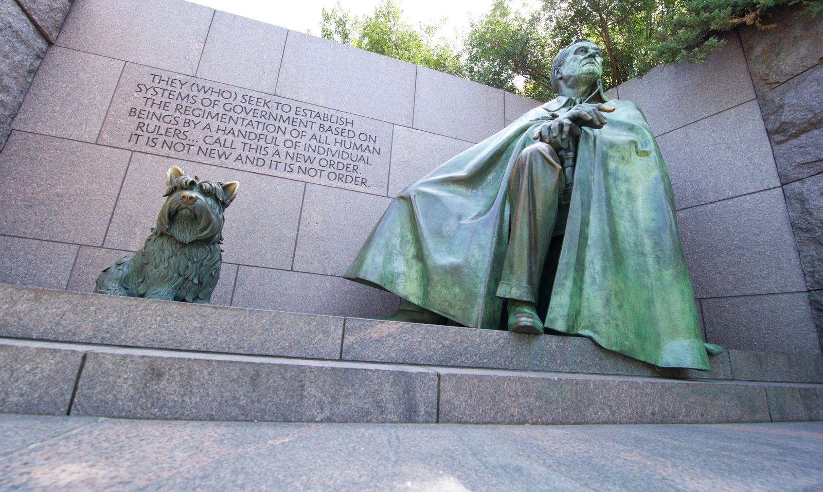 US-THEME-SYMBOLS statue roosevelt