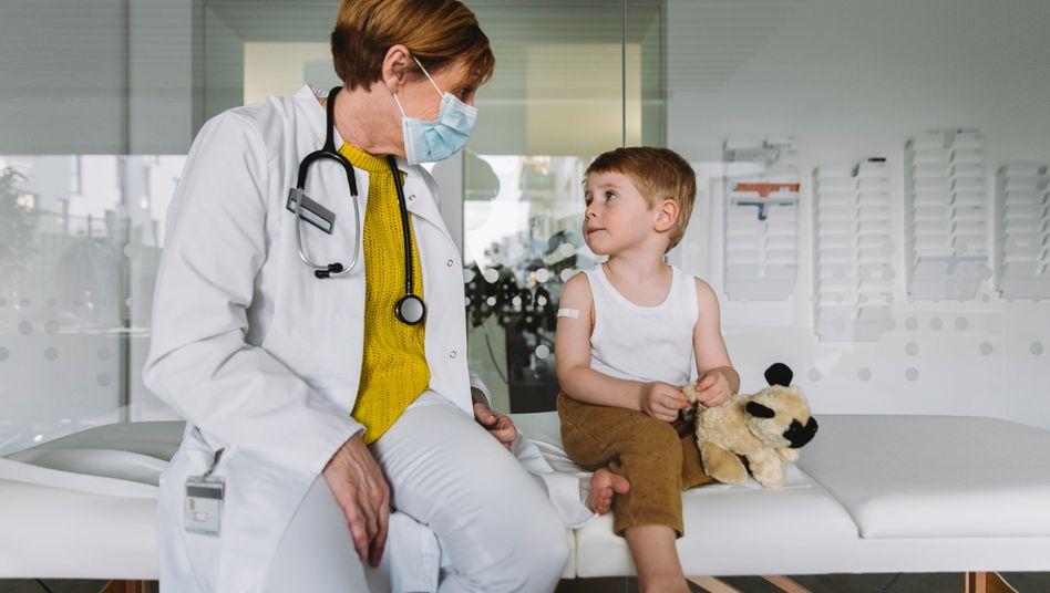 Kinderärztin bei der Arbeit: Was tun gegen den Mangel?