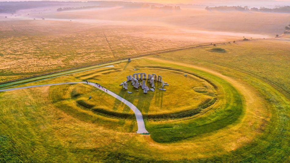 Luftbild von Stonehenge: In unmittelbarer Nähe des Steinkreises gibt es noch größere und ältere Monumente der Vorzeit
