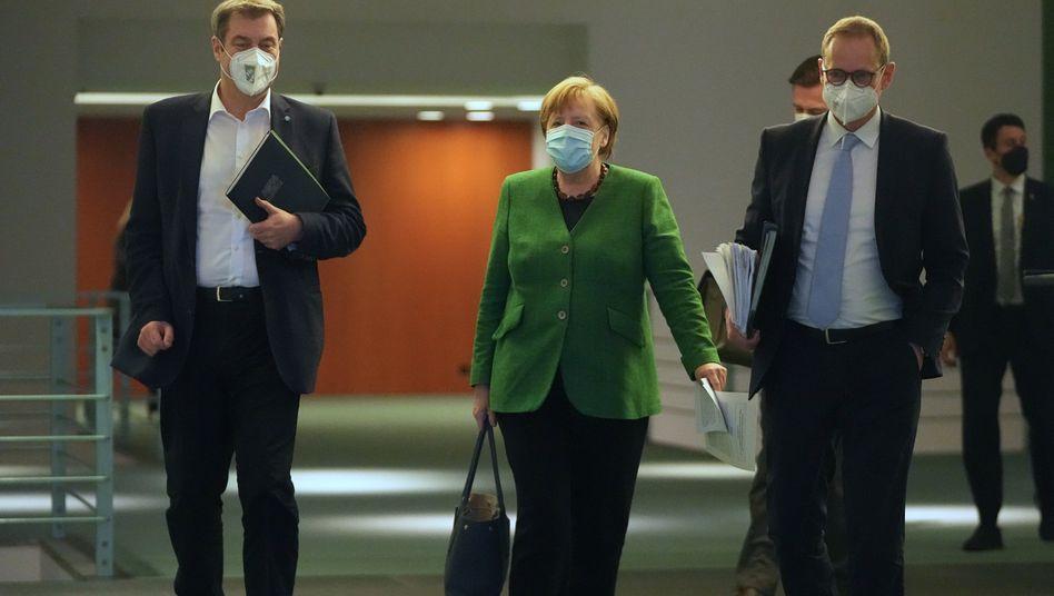 Markus Söder, Angela Merkel und Michael Müller (v.l.) nach den Verhandlungen