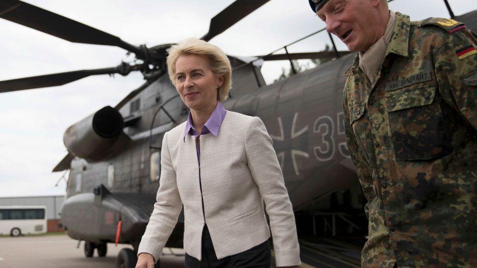 Verteidigungsministerin von der Leyen: Vorwürfe von Linken und Grünen