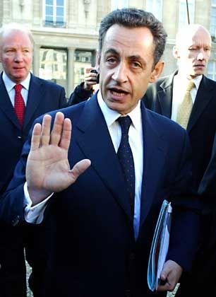"""Innenminister Sarkozy: """"Eine Politik der der Entschlossenheit, der Kaltblütigkeit und des Augenmaßes"""""""