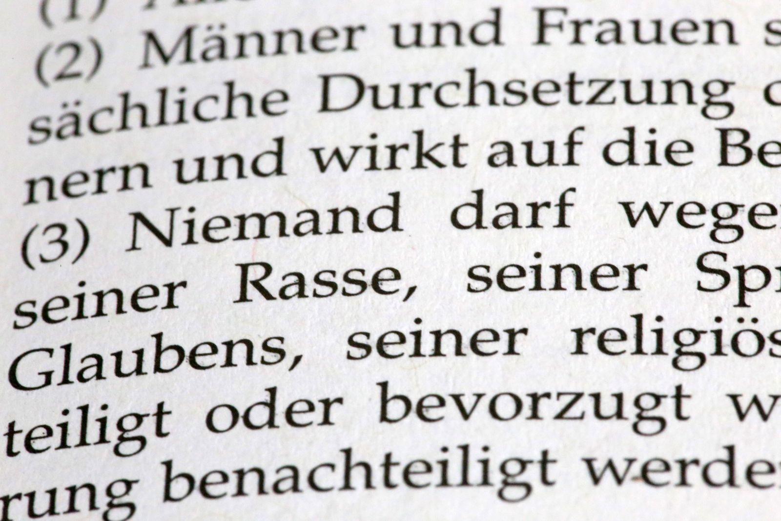 Deutsches Grundgesetz Artikel 3, Nahaufnahme *** German Basic Law Article 3, close-up Copyright: xx