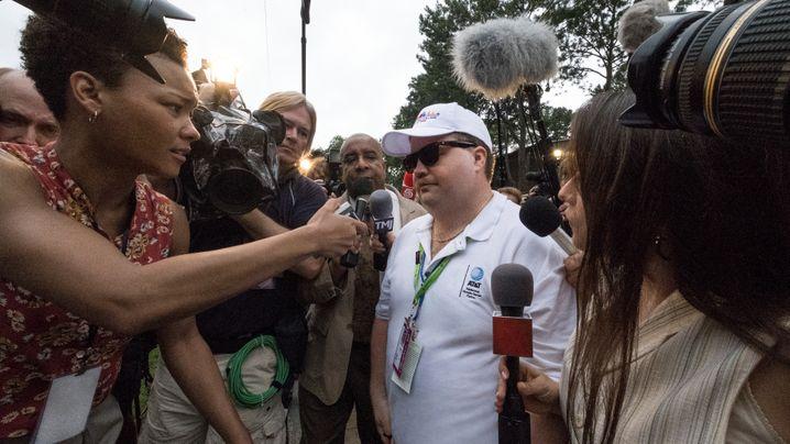 """Szene aus """"Der Fall Richard Jewell"""": Den Medien zum Fraß vorgeworfen"""
