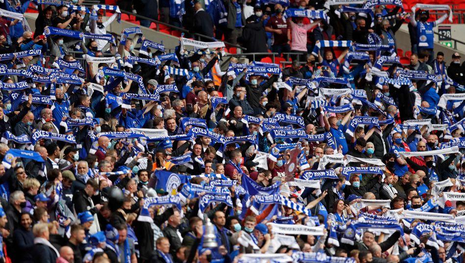 Ja, dieses Bild wurde am 15. Mai 2021 aufgenommen: Leicester-Fans beim FA-Cup-Finale in Wembley