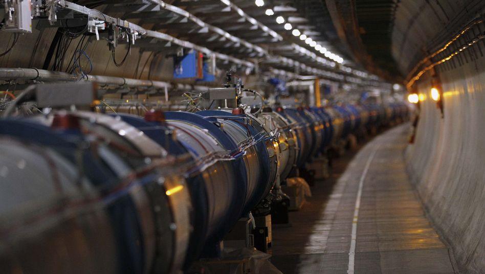 Teilchenbeschleuniger LHC (im April 2013): Hinweise auf Asymmetrie entdeckt