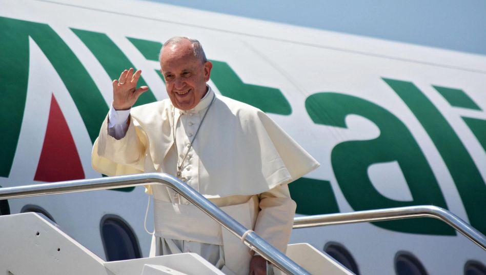 Papst Franziskus 2016 auf dem Weg nach Krakau