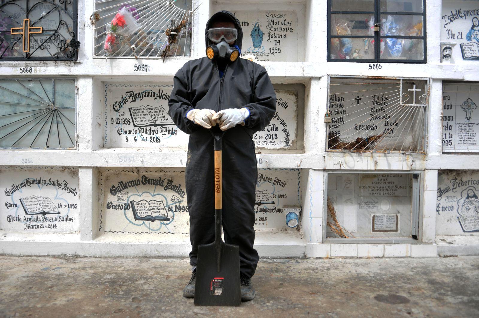 ECUADOR-HEALTH-VIRUS-MAYDAY-PHOTO ESSAY