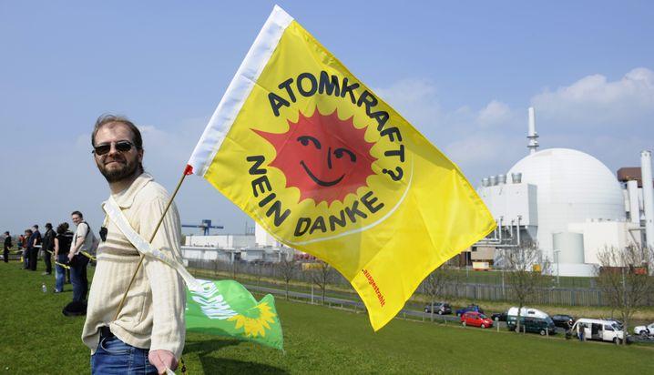 Atomkraftgegner vor AKW Brokdorf (2010)