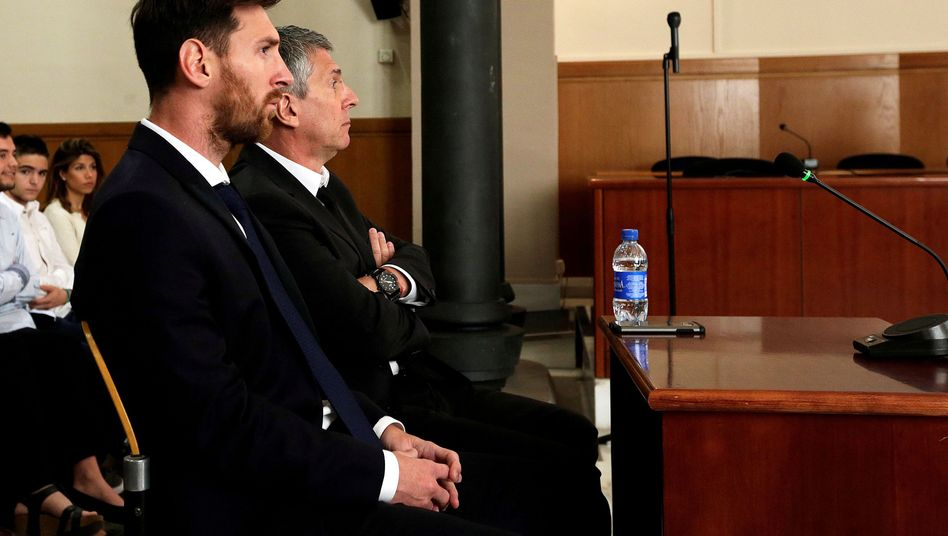 Lionel Messi and his father Jorge in court in Spain in 2016.