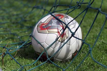 Fußball: Wie lässt sich seine Oberfläche in einer höheren Dimension beschreiben?