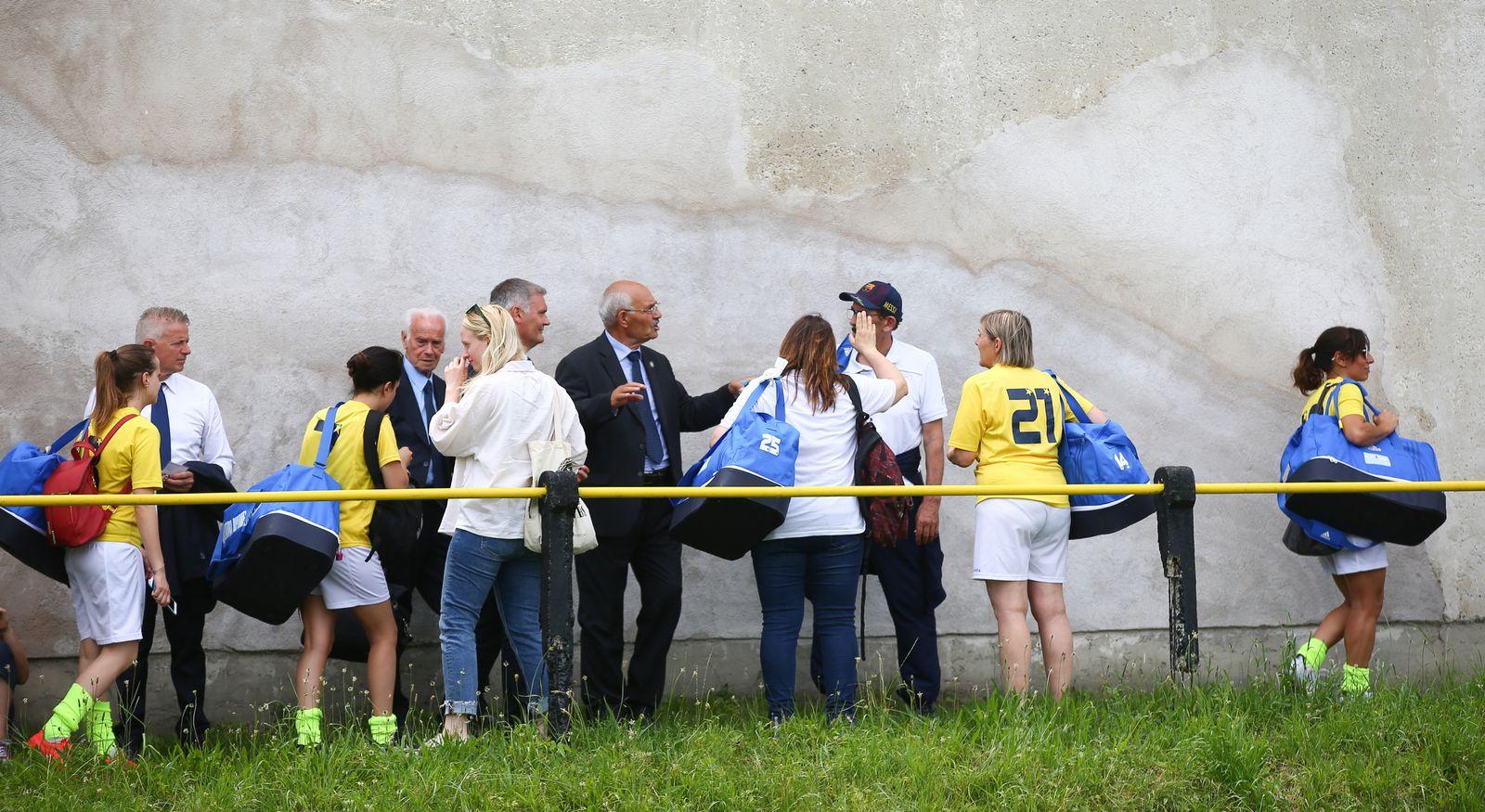 EINMALIGE VERWENDUNG Vatikan Frauen/ Fussball/ FC Mariahilf