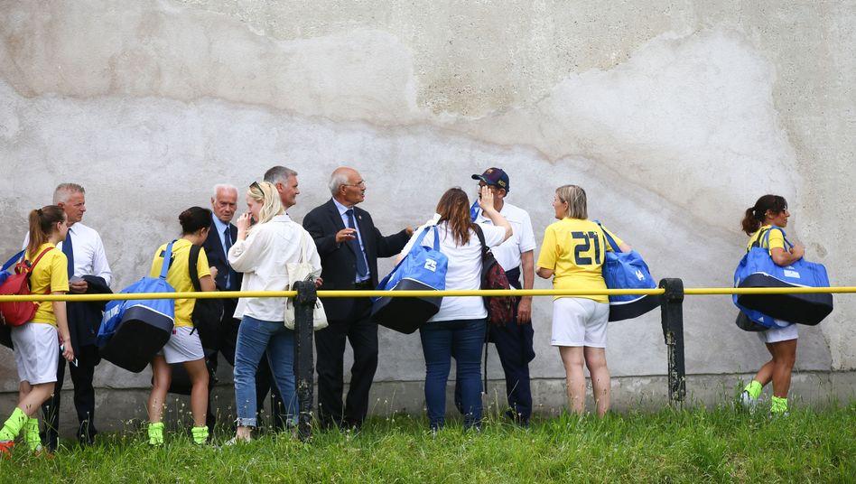 Vatikan-Spielerinnen verlassen am Samstag den Platz