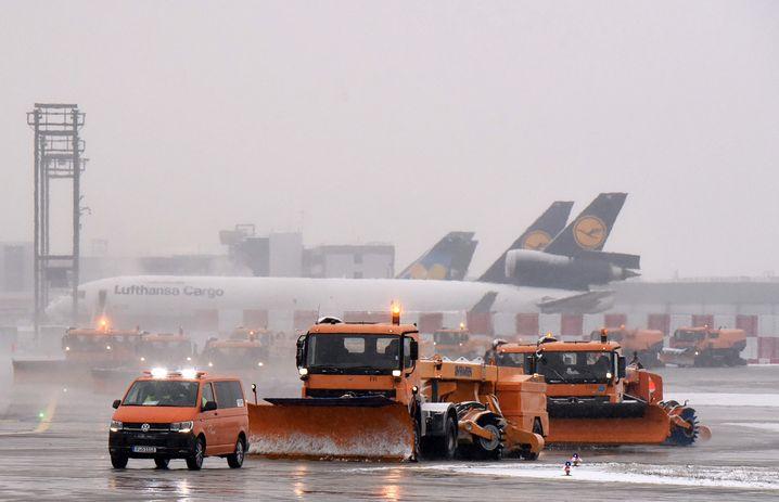 Wintereinbruch am Flughafen in Frankfurt am Main