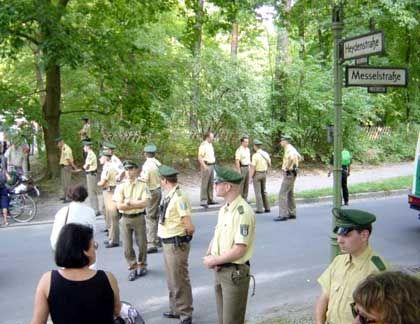 Sicherheitsabstand: Polizeischutz für Rupf-Villa