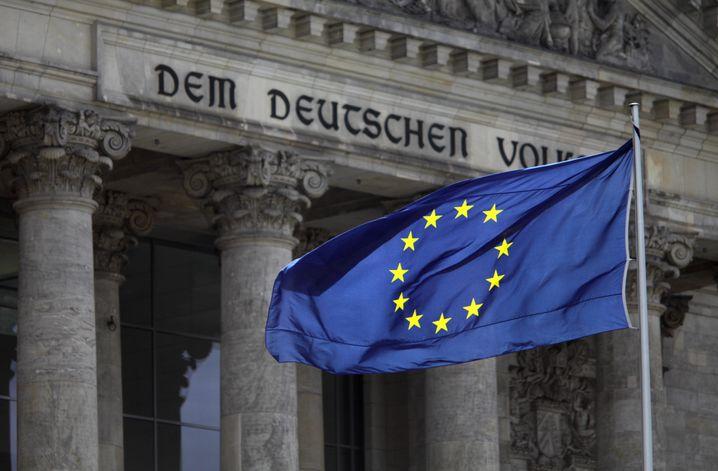 Euro-Flagge vor dem Reichstag: Berlin dominiert die europäische Krisen-Debatte