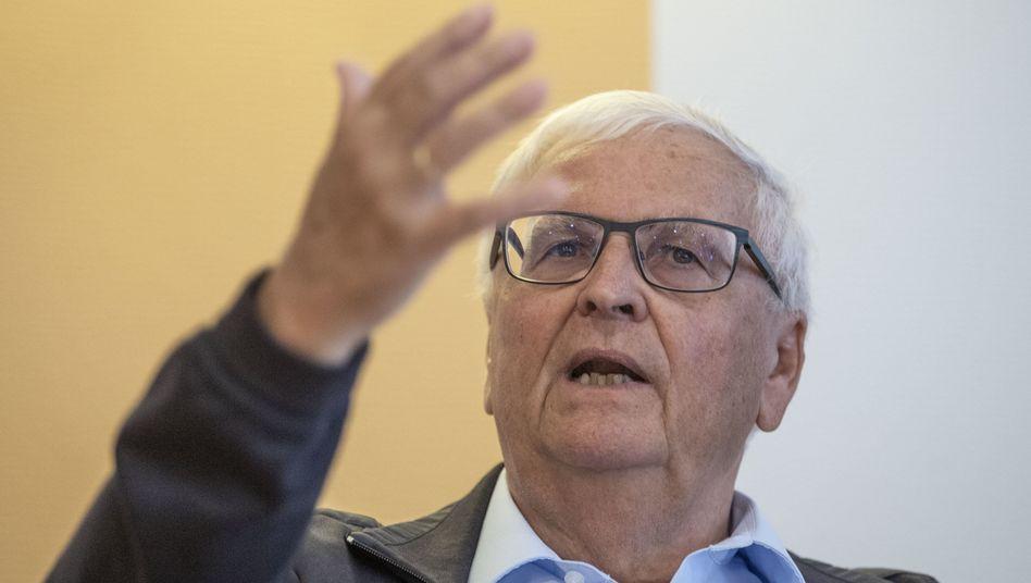 Der ehemalige DFB-Präsident Theo Zwanziger attackiert die Ermittlungsbehörden scharf