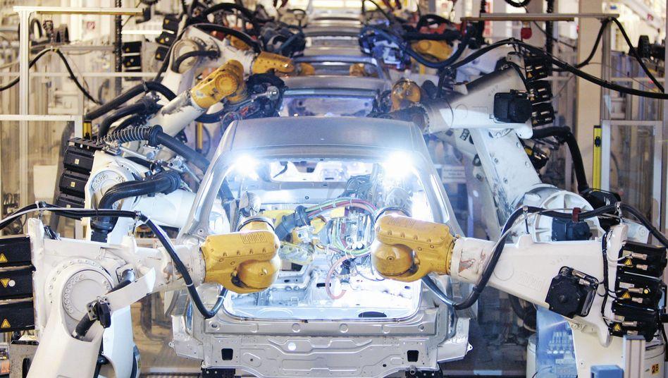 Autoproduktion in Wolfsburg: Wirtschaft erholt sich schneller als erwartet