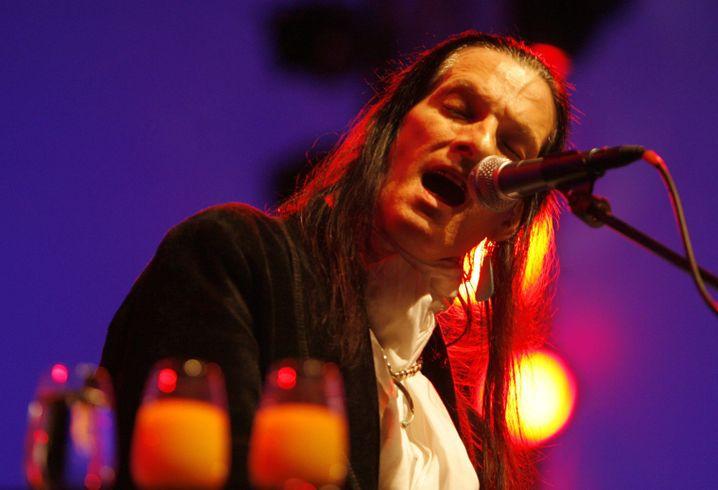 Sänger DeVille (2006 in Luzern): Musikalischer Außenseiter