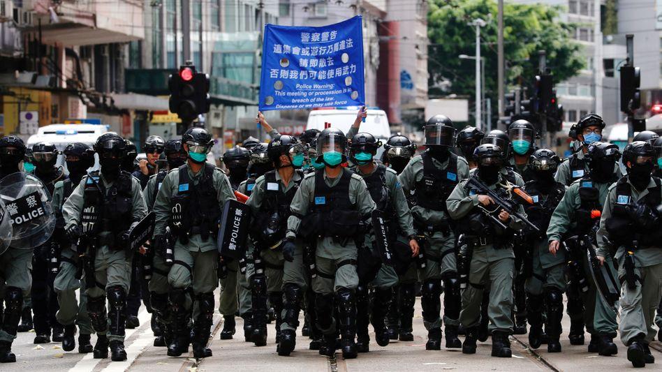 Auf dem langen Marsch: Sicherheitskräfte in Hongkong