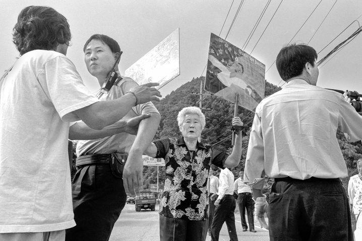 Lee Okseon demonstriert auch heute noch für die Anerkennung des Leids, das ihr und Tausenden anderen Frauen angetan wurde.