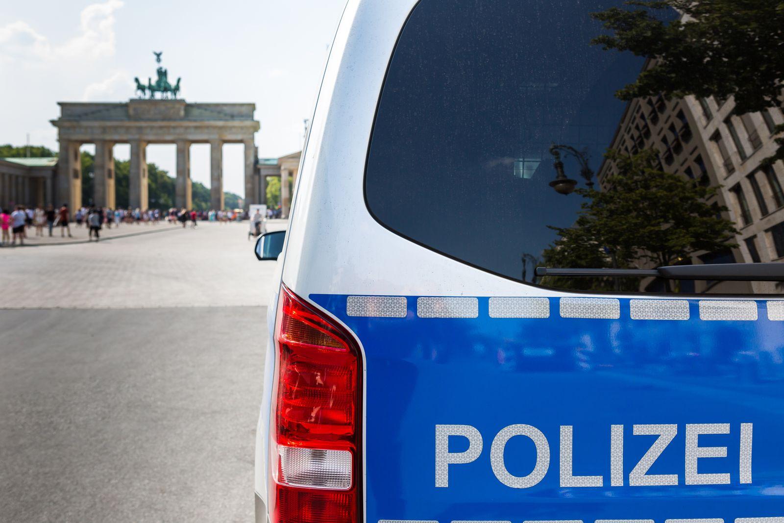 Police car in front of the Brandenburg Gate (Brandenburg Gate) - (Berlin, Germany)