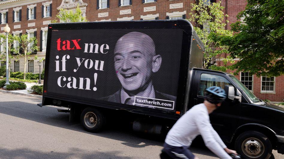 Aktion eines Bündnisses für eine höhere Besteuerung von Multis wie Amazon in den USA
