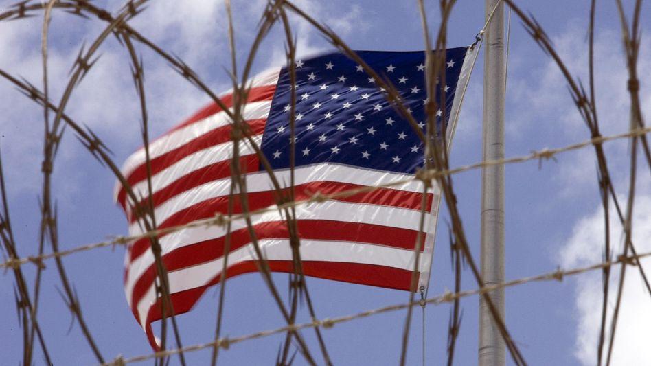 US-Flagge im Lager Guantanamo: Einblicke in die CIA-Folterpraktiken