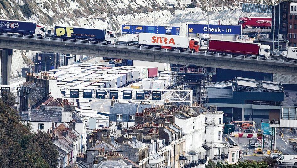 Lkw-Stau im Hafen von Dover:Es wird nur Verlierer geben